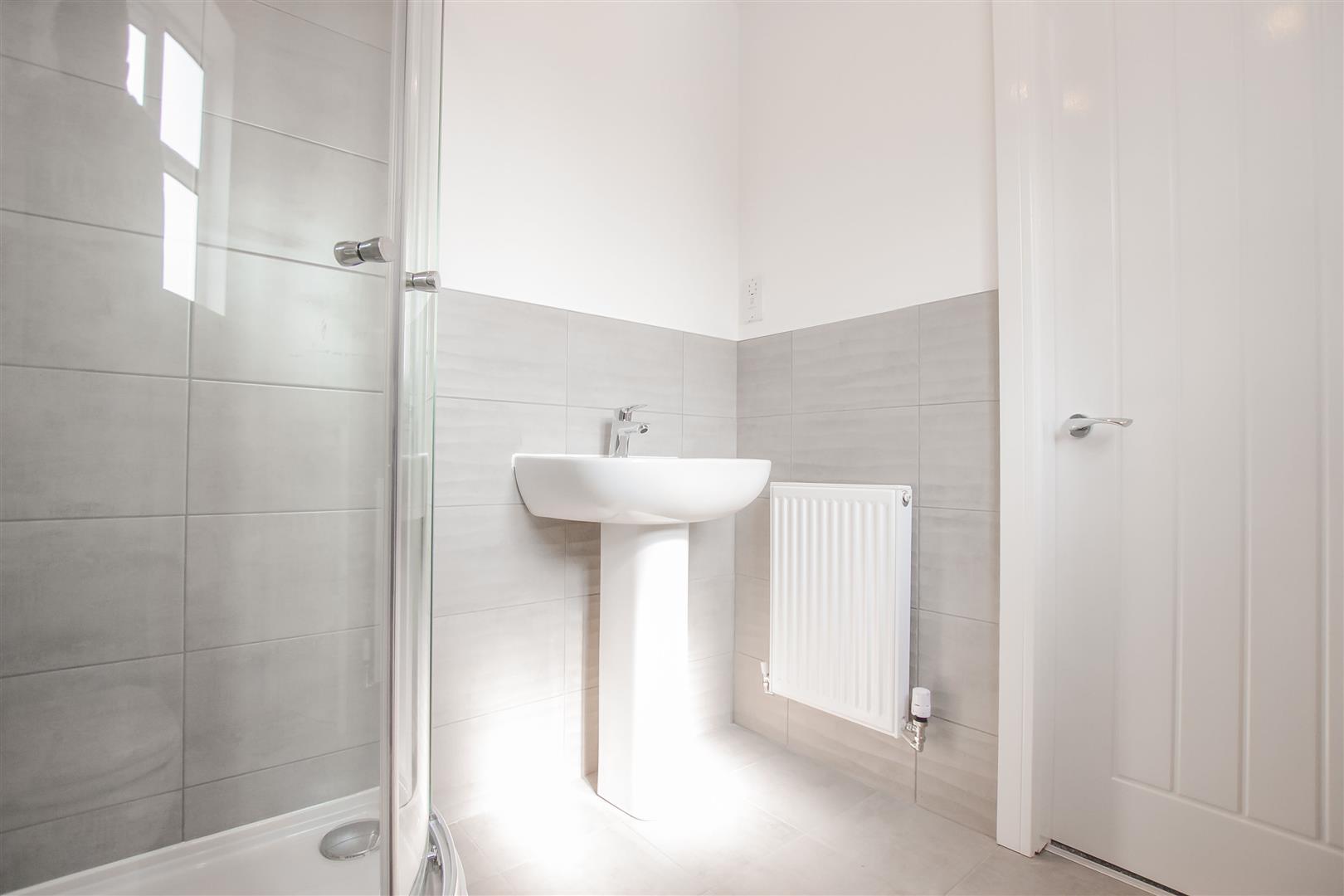 4 Bedroom Detached House For Sale - Show Home En Suite (5).jpg